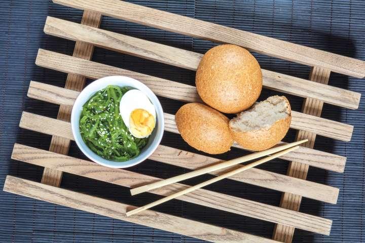 Salade d'algues et œufs durs