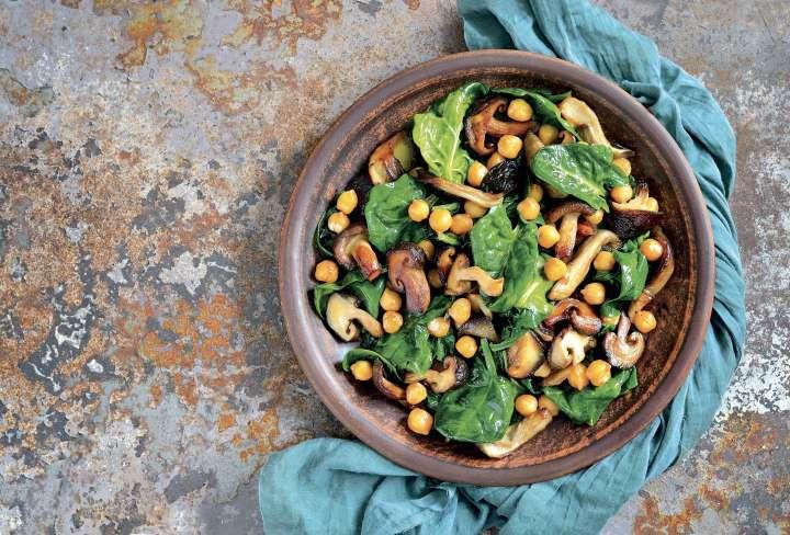 Salade chaude aux pois chiches et aux champignons