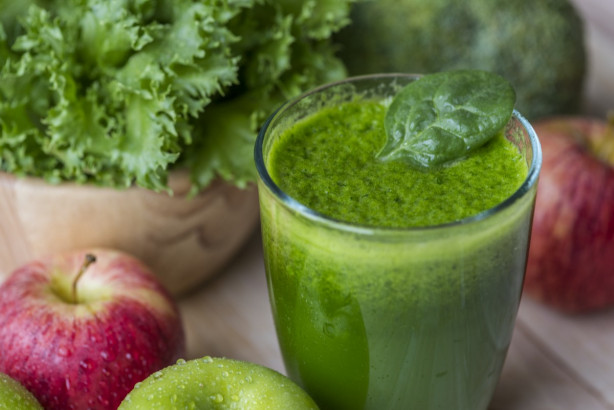 Le jus d'herbe permet de consommer beaucoup de phytonutriments, enzymes, minéraux et vitamines.