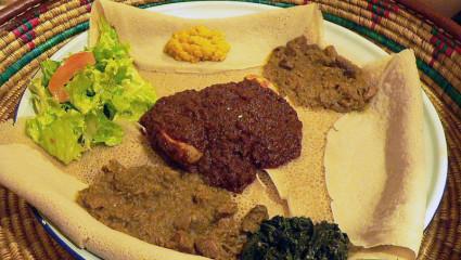 En Éthiopie, on mange des injera au petit-déjeuner, d'épaisses galettes préparées avec les minuscules grains du teff.