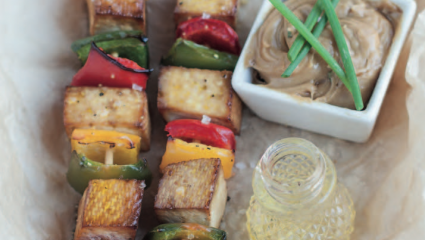 Brochettes de tofu et poivrons