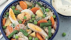 Salade de légumes et oeufs, sauce crémeuse