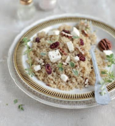 Salade de quinoa, noix de pécan et canneberges