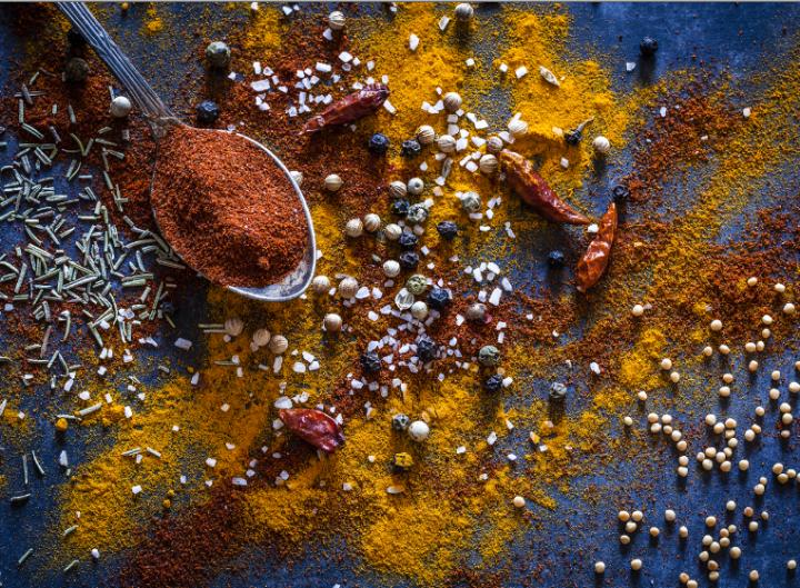 Épices : poivre et curcuma