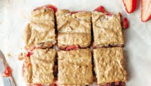 Croustillant à la rhubarbe et aux fraises