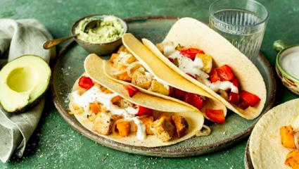 Tacos végétaliens sur une plaque