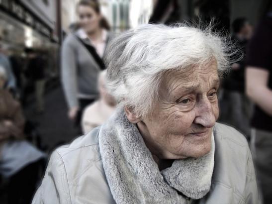 Femme âgée-Alzheimer