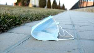 covid-19 - masque jeté dans la rue