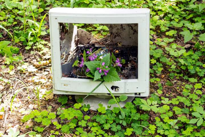 Ordinateur abandonné dans la nature