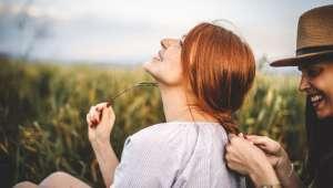 La spiruline nourrit et renforce vos cheveux.
