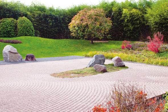 En contemplant ces jardins, où l'eau est suggérée par des motifs de vagues, la dégustation du thé invite à la méditation.