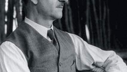 René-Maurice Gattefossé, chimiste et parfumeur, père de l'aromathérapie moderne.