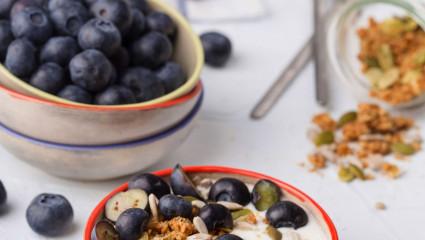 Myrtilles, yaourt et granola