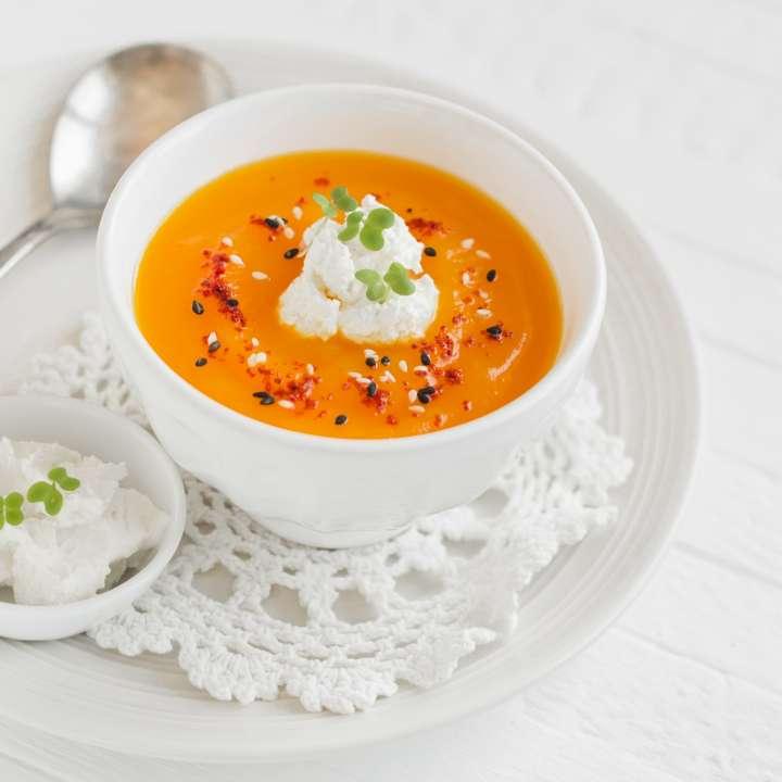 Diner - entrée : potage de carottes parfumé au cari