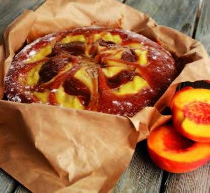Gâteau aux pêches parfumé à la cannelle