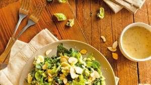 Salade de choux de Bruxelles et de chou kale