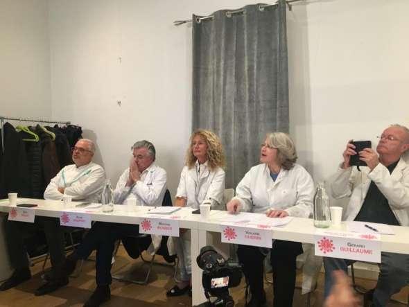 Médecins de ville et figures politiques durant la conférence de presse